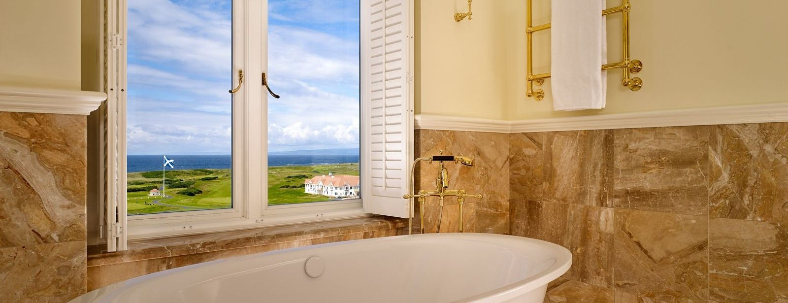 Deluxe Ocean View Room Bath